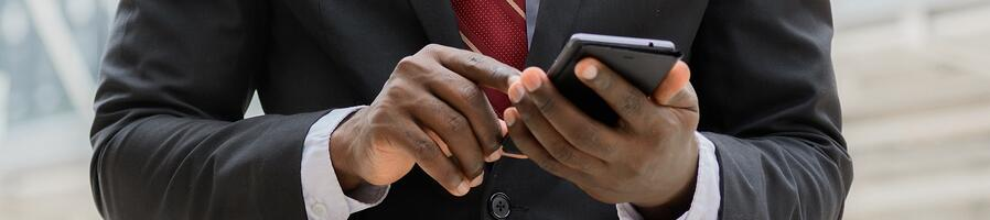 How Travelers Can Save Money on a Business Trip with Mobile Solutions